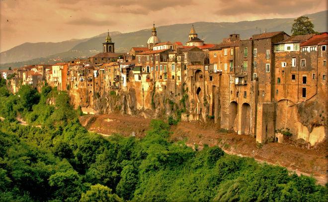 Sant'Agata de' Goti-deescandalo